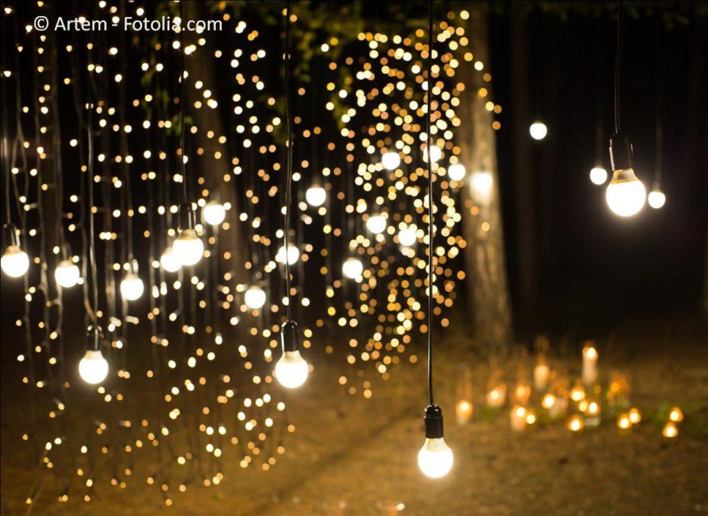 Hochzeitstauben und Feuerwerk sowie andere Highlights und Shows zur Hochzeit - #137193574   © Artem - Fotolia.com